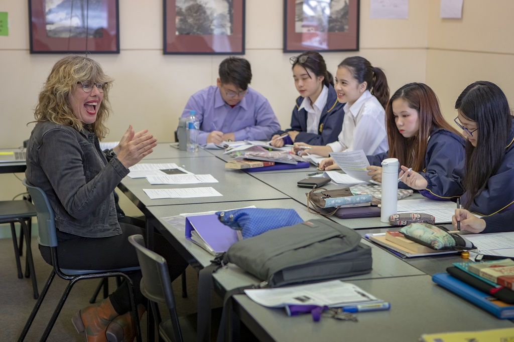 Teacher presents to group of students